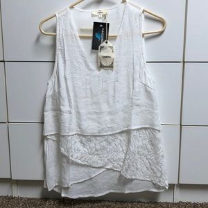 NWT mixed material tank size small